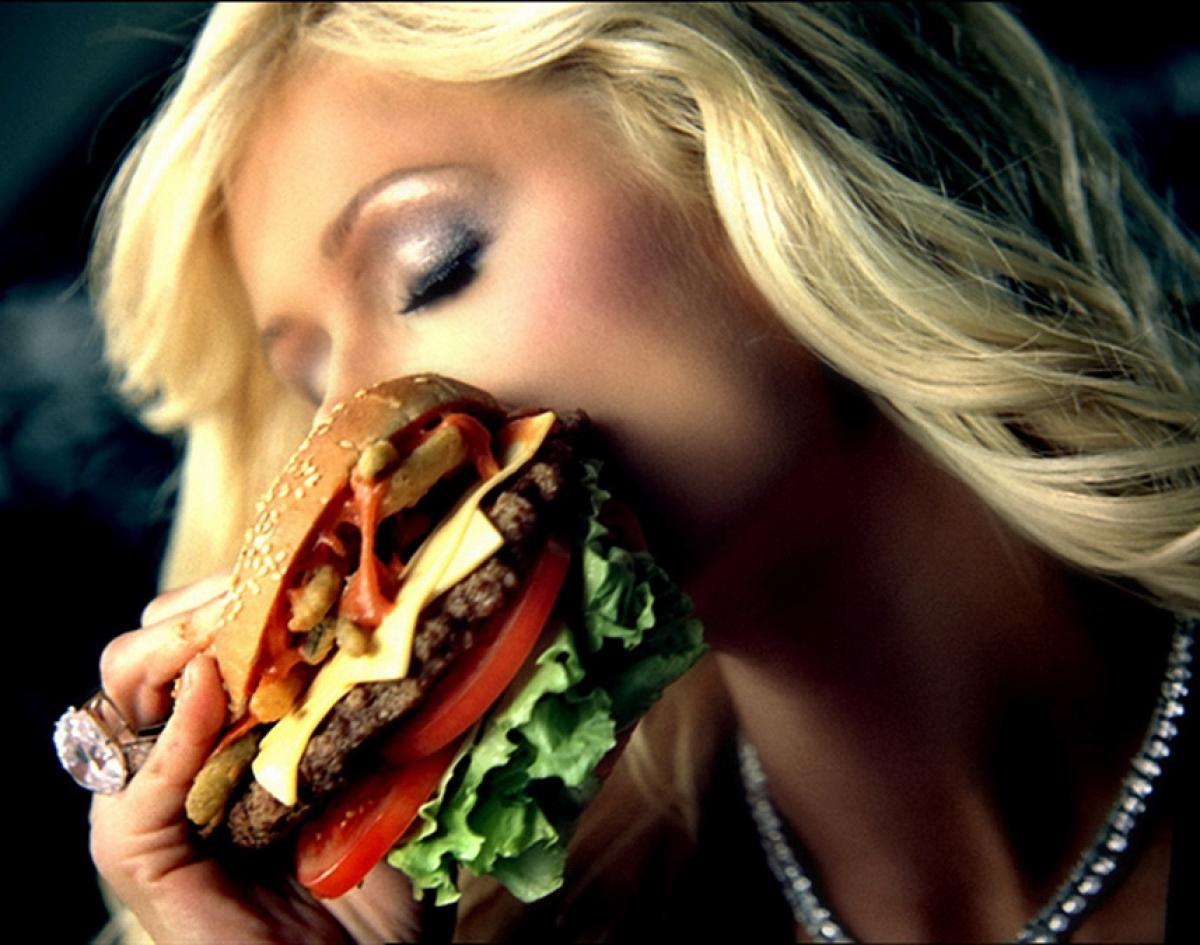 http://www.nydailynews.com/entertainment/burger-queens-seductive-fast-food-advertisements-gallery-1.1293937?pmSlide=1.1293934
